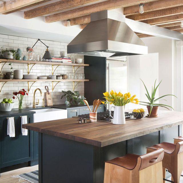 diseño de cocina rustica con espacio abierto